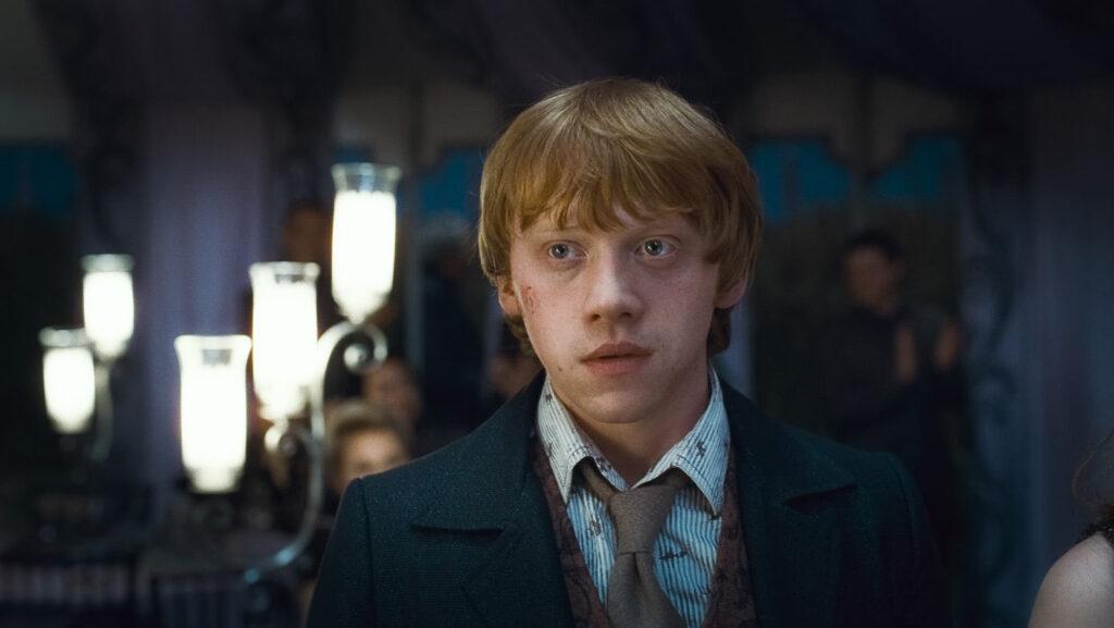 Ron Weasley lors du mariage de Bill Weasley et Fleur Delacour (Harry Potter et les reliques de la mort partie 1)