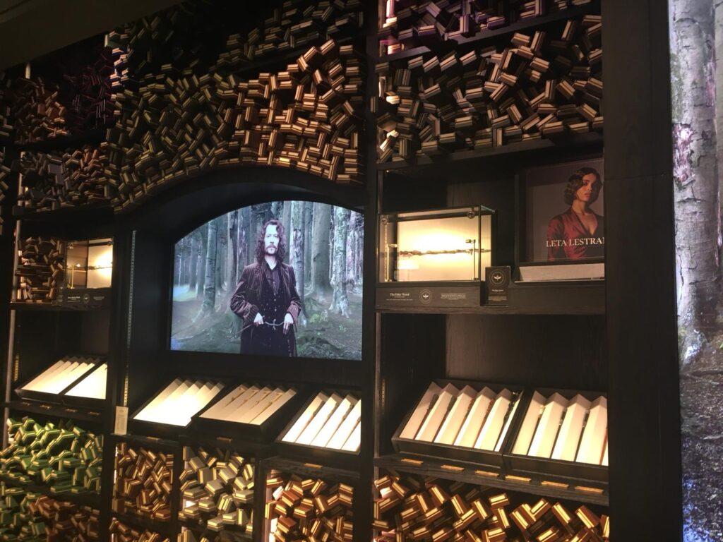 Mur de baguette avec écran dans la boutique Harry Potter de New York