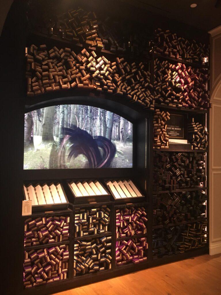 mur de baguettes à la boutique Harry Potter de New York