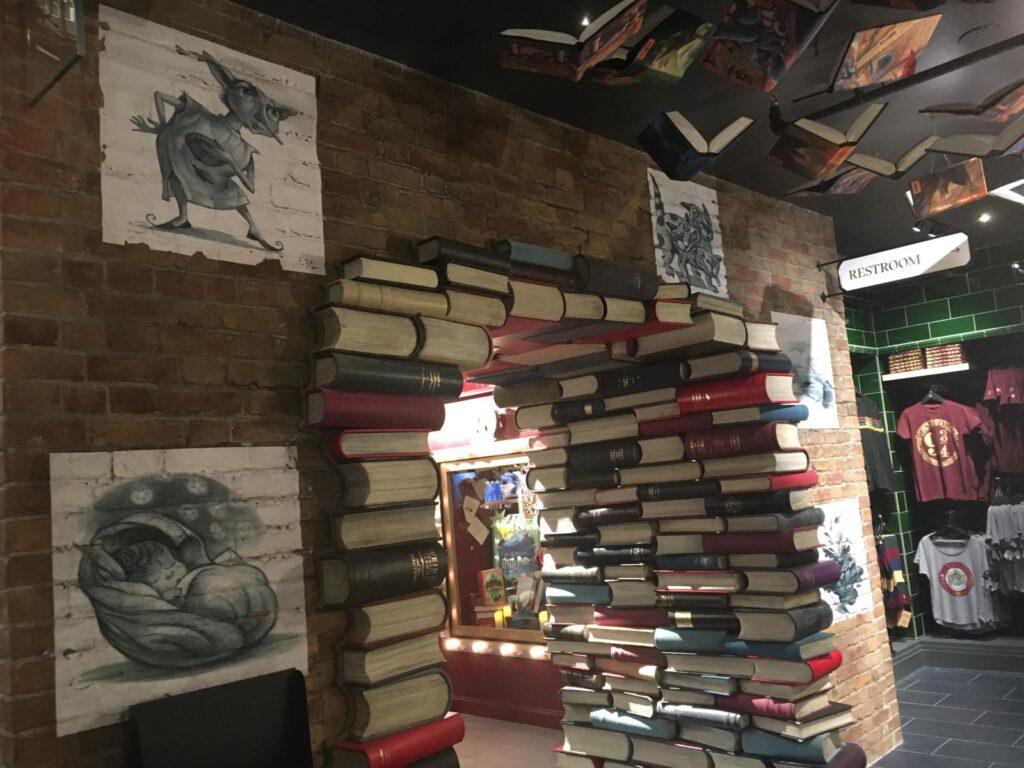 Arche de livres magiques à la boutique Harry Potter de New York