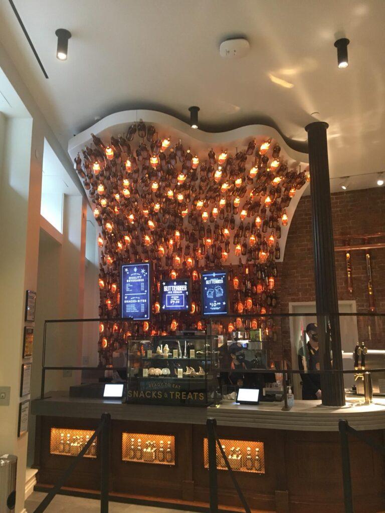 Le bar à bièraubeurre de la boutique Harry Potter de New York