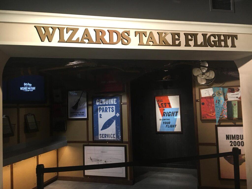 """Entrée de l'expérience en réalité virtuelle """"Wizards Take Flight"""" à la boutique Harry Potter de New York"""