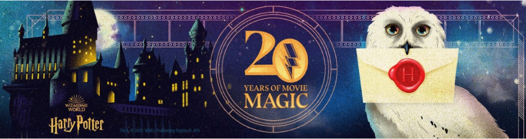Bannière thématisée de l'évènement 20 years of magix avec Hedwige apportant sa lettre d'admission à Poudlard à Harry