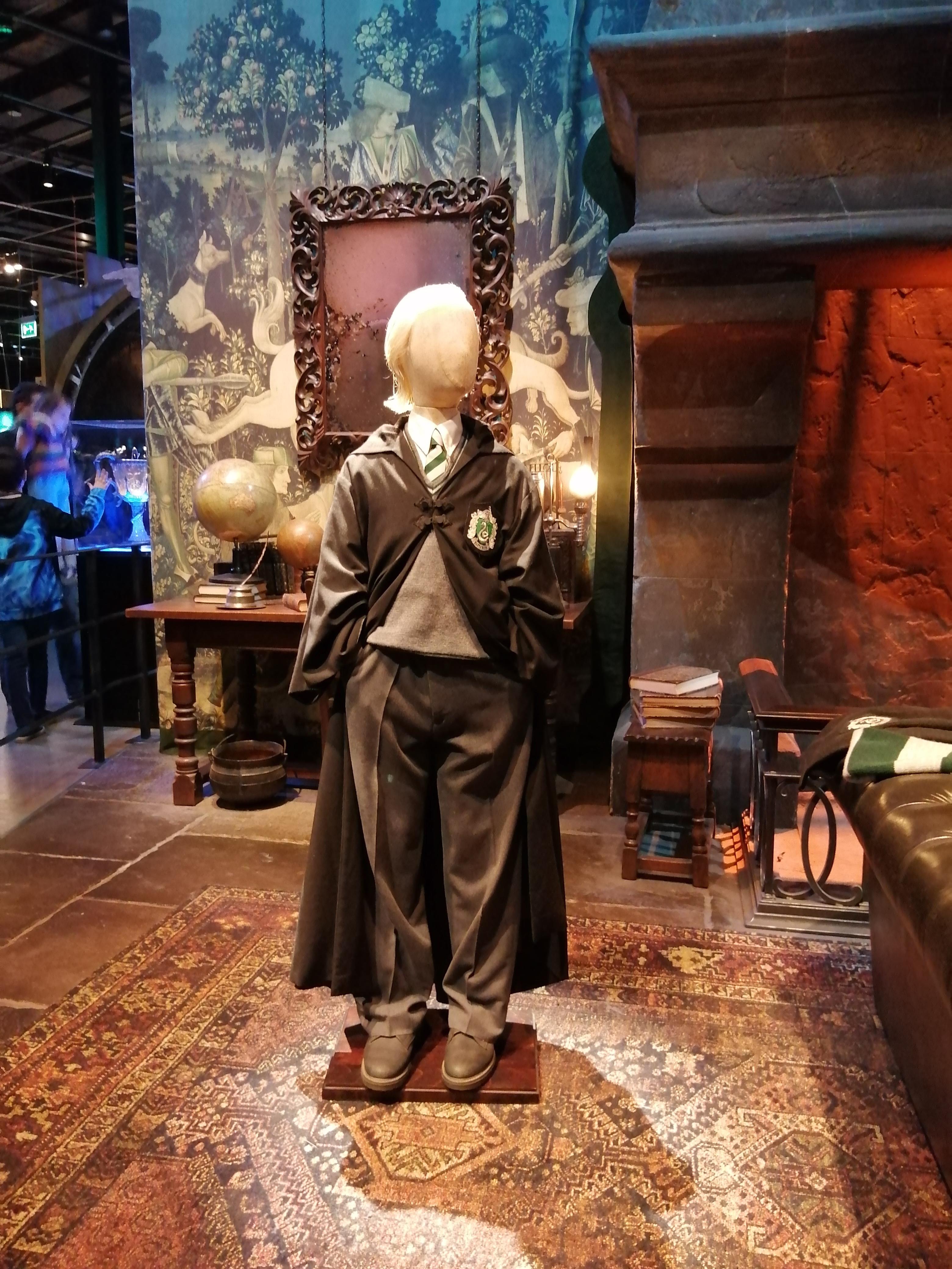 costume drago malefoy chambre des secrets salle commune de serpentard studio tour