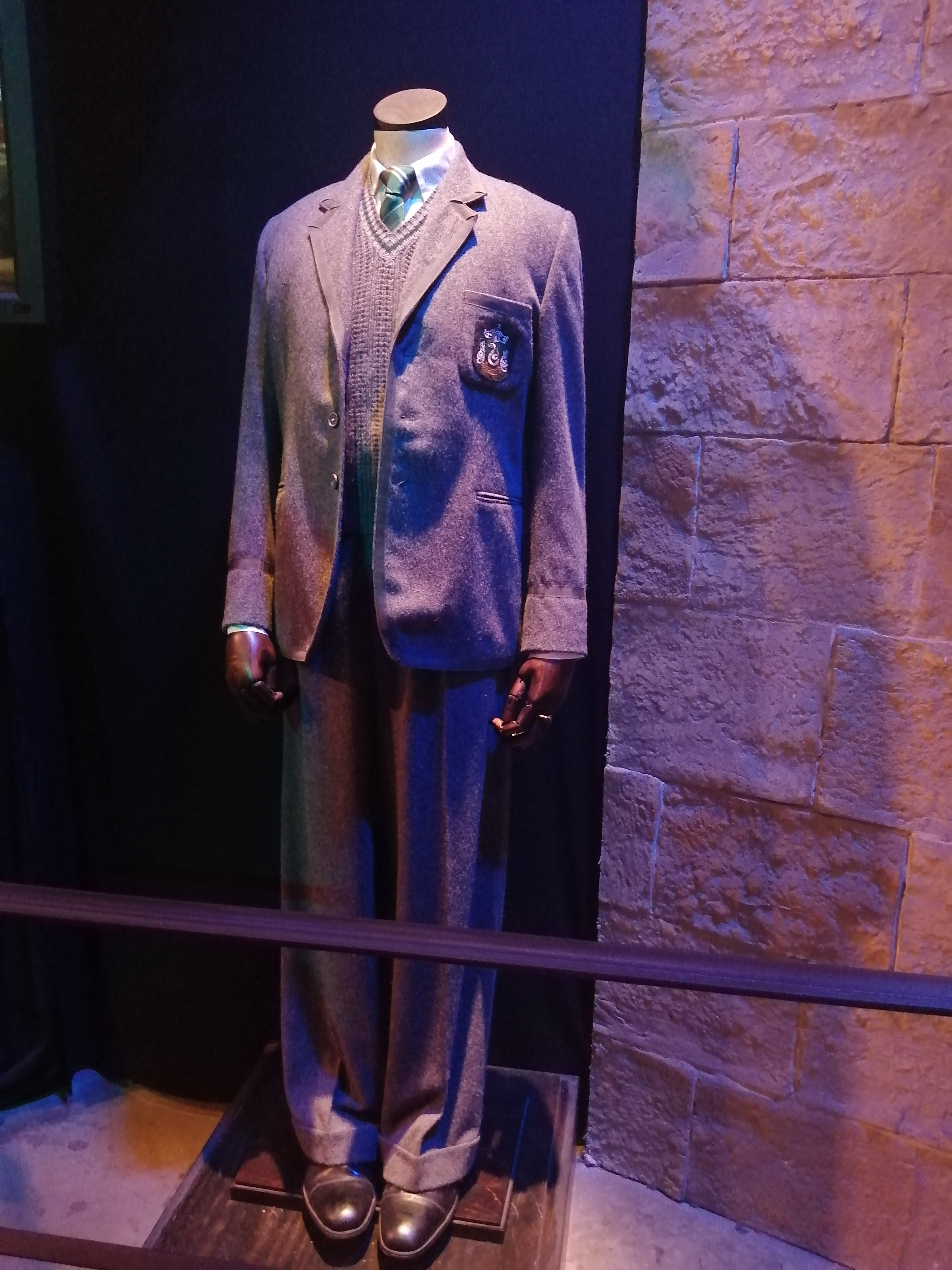 costume de tom jedusor 16 ans frank dillane prince de sang melé studio tour