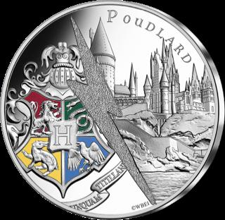 Pièce Harry Potter de 10€ en argent par la monnaie de Paris - poudlard et le blason